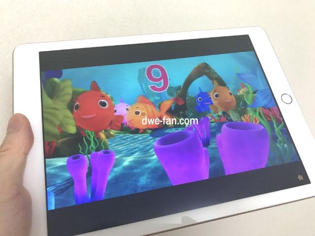 iPadで動画YouTubeを見てみる様子